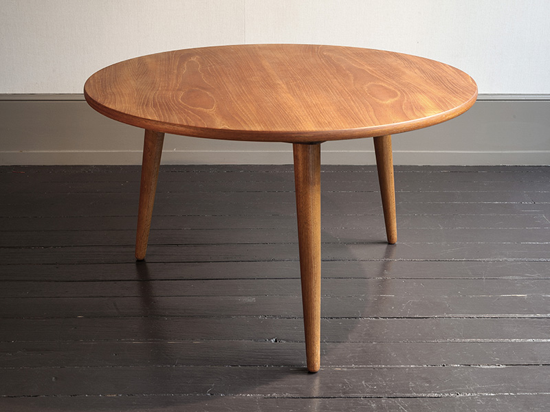 table ronde en teck at 8 peter kammermann. Black Bedroom Furniture Sets. Home Design Ideas